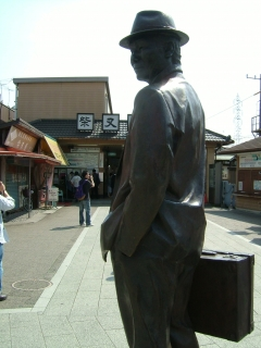 01_葛飾区柴又駅前の寅次郎.jpg