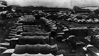 『日中戦争・援蒋ルートのトラック群』1940年10月撮影 撮影場所:ビルマ・ラングーン埠頭_320.jpg