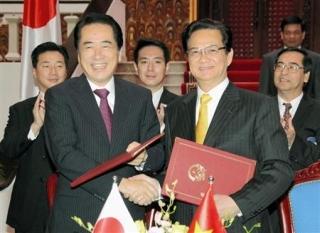 ベトナムで原子力発電所合意、菅直人首相とベトナムのグエン・タン・ズン首相.jpg